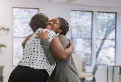 5 Great Reasons to Hug More: Science Says it Really Good for You